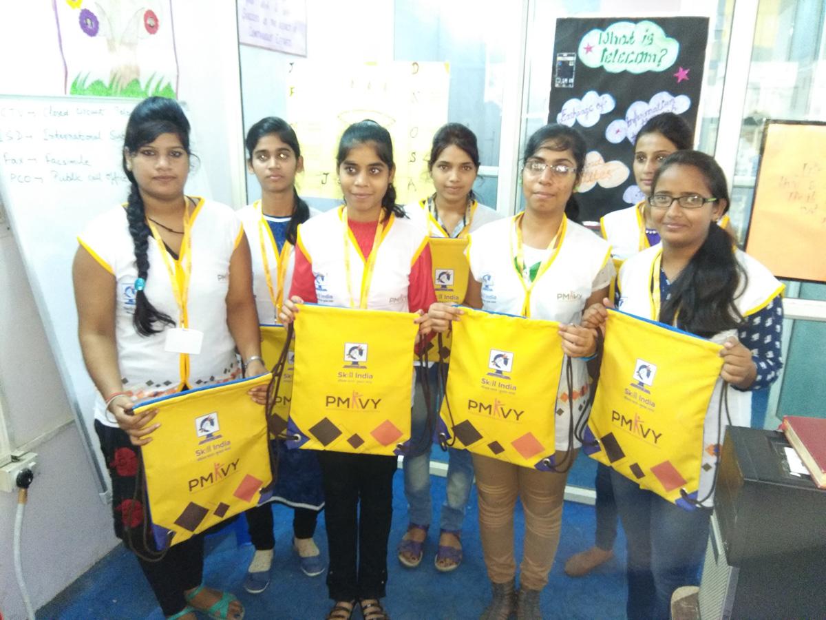 Sona  Yukti distributes PMKVY 2.0 kits to its trainees