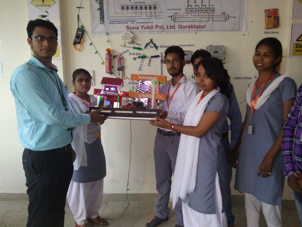 Sona-Yukti-trainees-from-the-Consumer-Energy-Meter-Technician-course