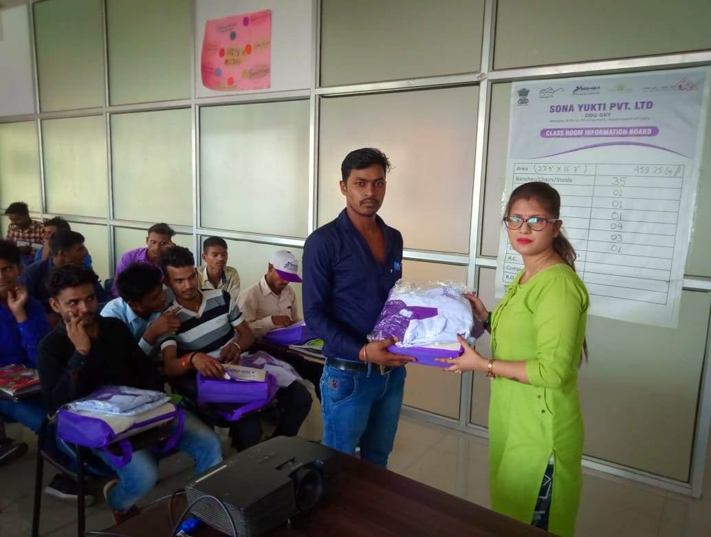 DDU-GKY Kit Distribution Sona Yukti Bareilly